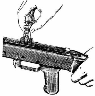 Извлечение курка из ствольной коробки